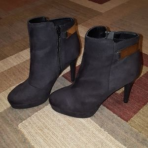 🌷MAKE AN OFFER🌷 black heel boot